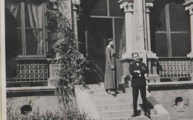תמונה מתוך האוסף של חוליו פלנסיה וזואי דרגומיס, שהוצבו בשמונה מקומות שונים בעולם, בכללם קוסטה ריקה, סין, דרום אפריקה, טורקיה ובולגריה, בשנים 1943-1914 (צילום: באדיבות ספריית גנדיוס)
