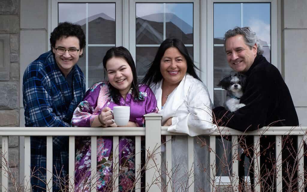 משפחת קמפר, בצילום של אליוט סילמן באפריל 2020 (צילום: Courtesy)