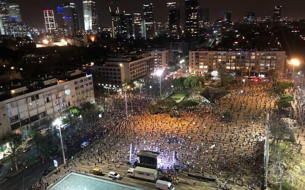הפגנה נגד השחיתות בכיכר רבין (צילום: מחאת הדגלים השחורים)