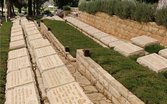 בית העלמין הצבאי בקריית ענבים מחוץ לירושלים, הוא מקום המנוחה של נופלים רבים שנאבקו עבור עיר הבירה ב-1948 (צילום: שמואל בר-עם)