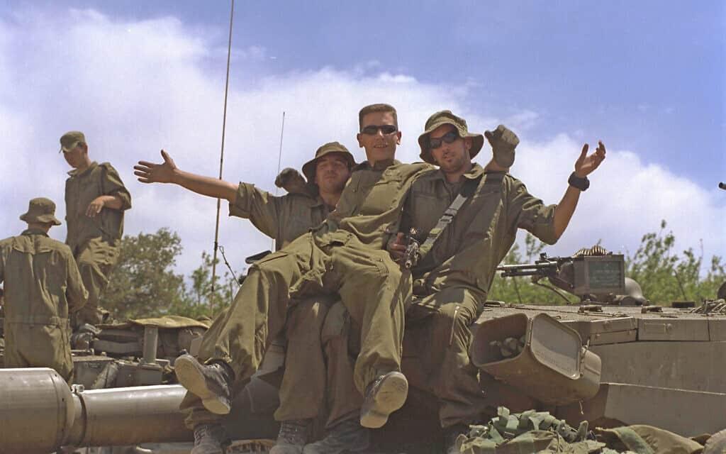 הנסיגה מלבנון ב-23 במאי 2000 (צילום: משה מילנר/לע״מ)