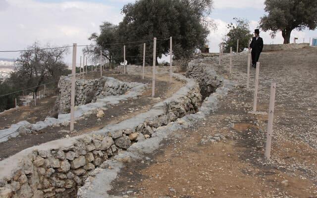 ביצורים שהכוחות הערביים הותירו בנבי סמואל מחוץ לירושלים (צילום: שמואל בר-עם)