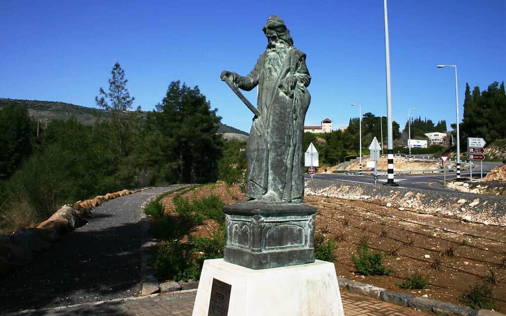 פסל של משה בגליל שעוצב על ידי מי שכונה מייסד האמנות הישראלית, בוריס שץ (צילום: אסף בן צבי)