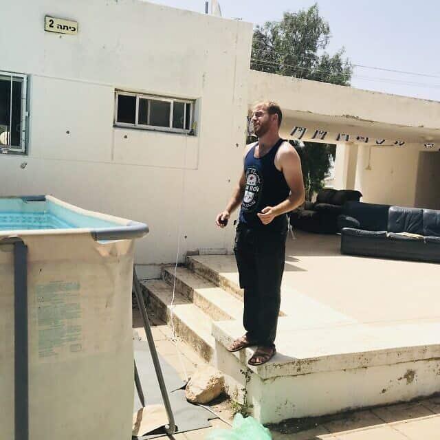 הסטודנט דניאל יהושע בכפר הסטודנטים במעלה אפרים (צילום: אמיר בן-דוד)