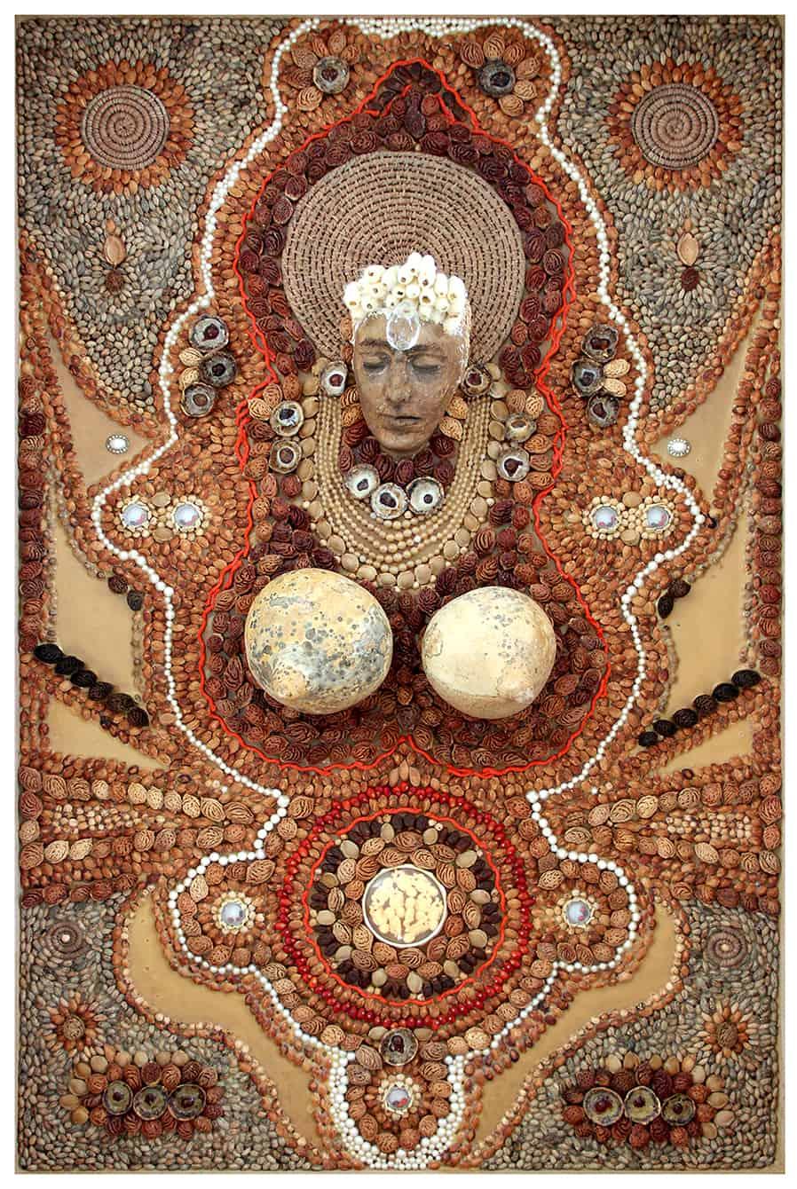 """עבודה של מיכל בלייר, מתוך התערוכה """"עושות היסטוריה"""" במוזיאון חיפה"""