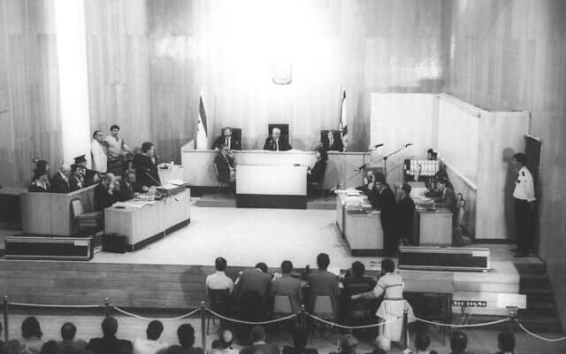 משפטו של דמיאניוק בבנייני האומה בירושלים ב-1987 (צילום: אפי שריר, אוסף דן הדני, האוסף הלאומי לתצלומים על שם משפחת פריצקר, הספרייה הלאומית)