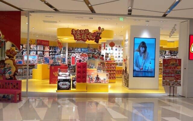 חנות לגו סגורה בשנגחאי (צילום: יפעת פרופר)
