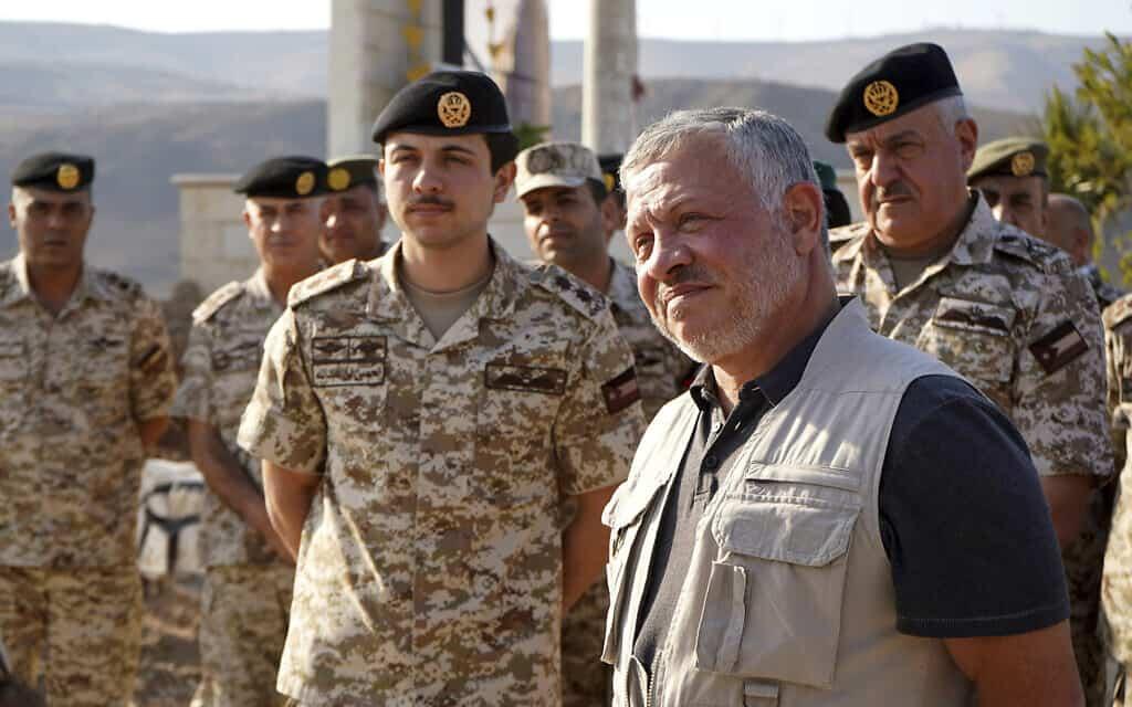 מלך ירדן עבדאללה השני מסייר בנהריים וצופר. נובמבר 2019 (צילום: Yousef Allan/Jordanian Royal Court via AP)