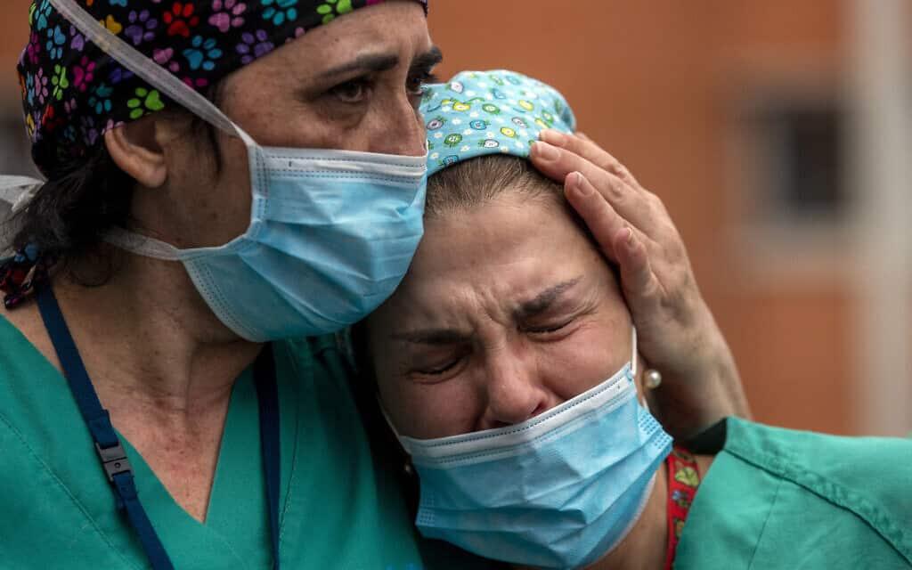 עובדות צוותי הרפואה בספרד, ב-10 באפריל 2020 (צילום: AP Photo/Manu Fernandez)