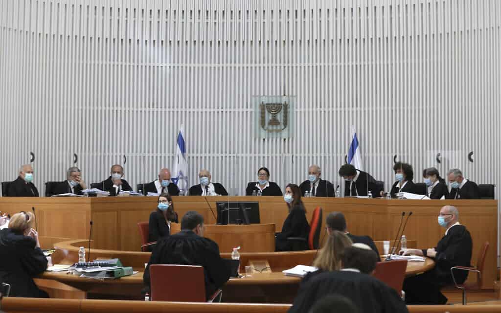 בית המשפט העליון בירושלים ב-4 במאי 2020 (צילום: Abir Sultan/Pool via AP)