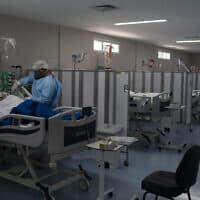 יחידה לטיפול נמרץ, שבה מטופלים אך ורק חולי קוביד-19, בבית החולים דוקטור ארנסטו צ'ה גווארה שבברזיל, 21 במאי 2020 (צילום: Leo Correa, AP)