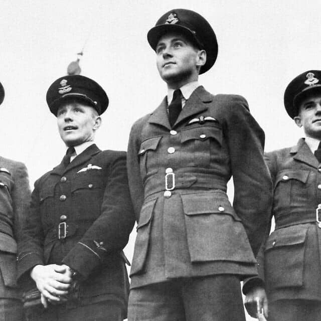 טייסים ממדינות שונות שהצטרפו לחיל האוויר הבריטי במלחמת העולם השנייה, ינואר 1941, אילוסטרציה (צילום: AP)