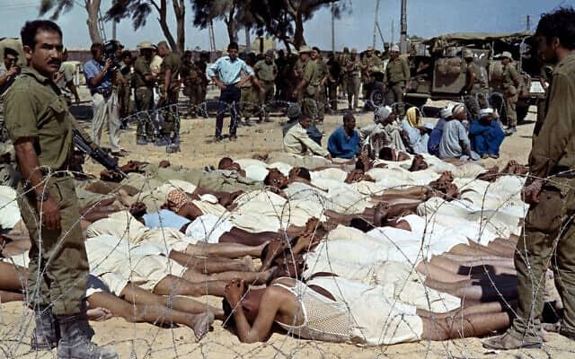 שבויים פלסטינים אחרי מלחמת ששת הימים, מוחזקים במתקן ארעי של צה״ל בירושלים, ב-31 באוגוסט 1967 (צילום: AP Photo)