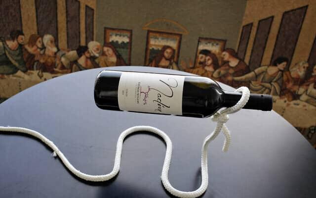 יין של משפחת ח'ורי שמיוצר ביקב של בירה טייבה (צילום: AP Photo/Nasser Shiyoukhi)