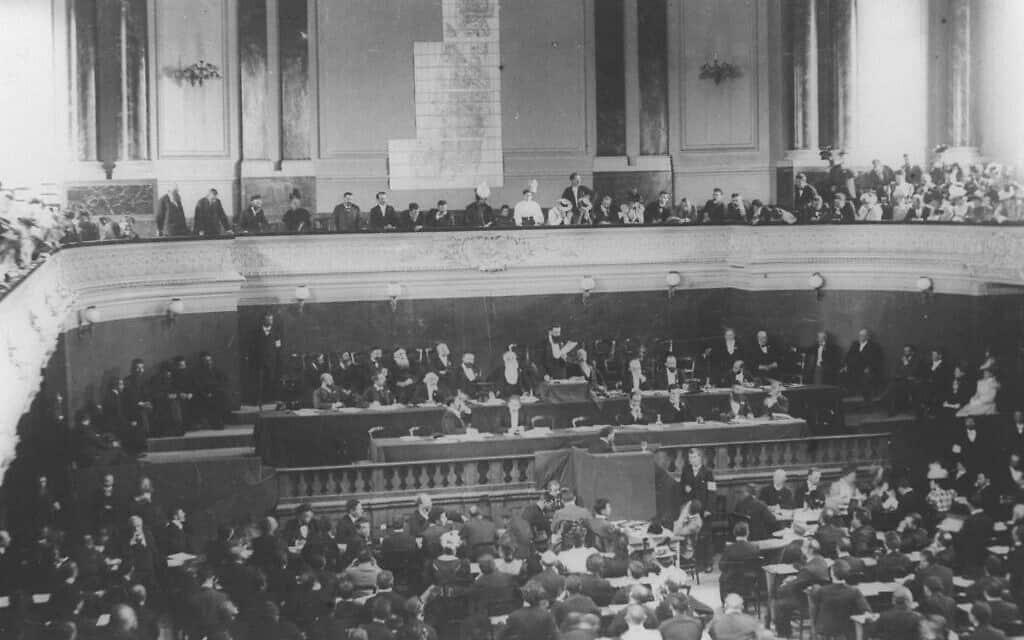 תאודור הרצל מדבר בקונגרס הציוני הראשון או השני בבזל, 1898-1897 (צילום: באדיבות לשכת העיתונות הממשלתית)