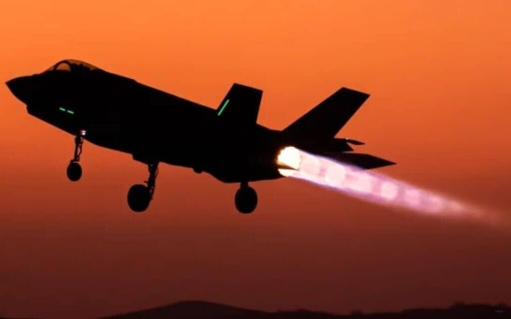 מטוס קרב מסוג F-35 של חיל האוויר ממריא. (צילום: (מקור: אתר חיל האוויר).)