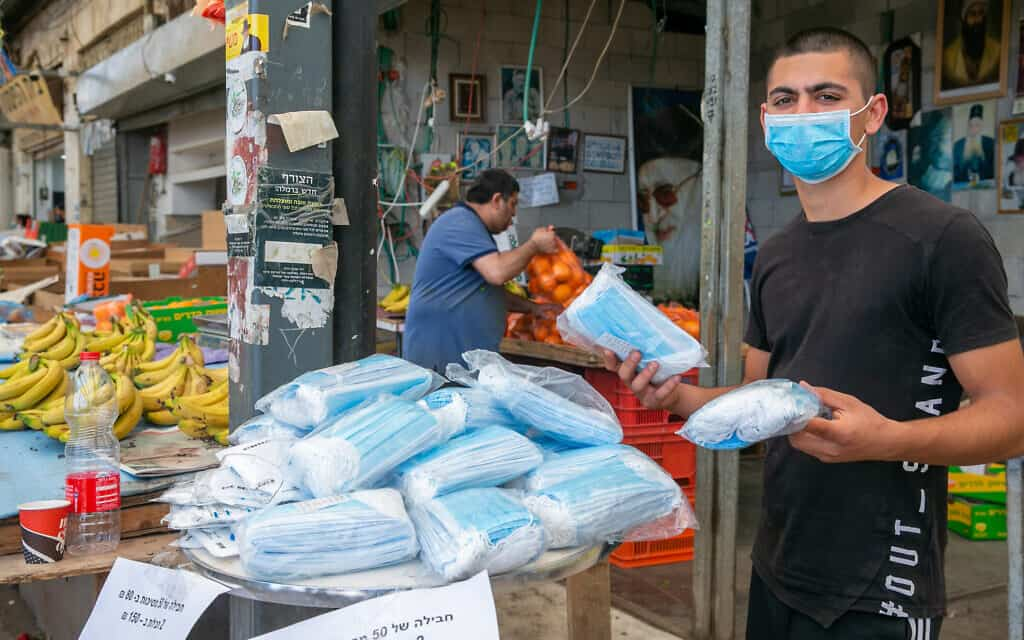 דוכן לממכר מסיכות מגן בשוק (צילום: Yossi-Aloni-Flash90)
