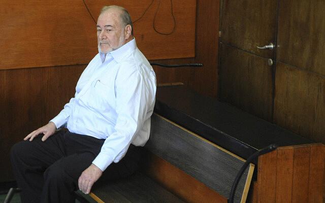 אברהם הירשזון על ספסל הנאשמים בבית המשפט המחוזי בתל אביב, ב-24 ביוני 2009 (צילום: יוסי זליגר/פלאש90)
