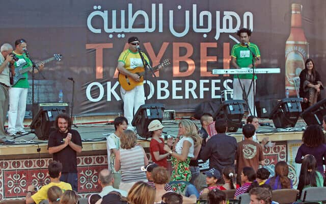 פסטיבל אוקטובר-פסט בטייבה ב-2010 (צילום: Issam Rinawi/Flash90)