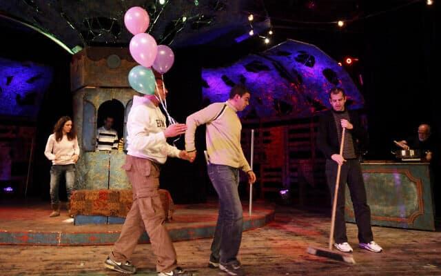 """חזרה להצגה """"לונה פארק"""" בתאטרון נא לגעת, ארכיון, 2012 (צילום: Miriam Alster/FLASH90)"""