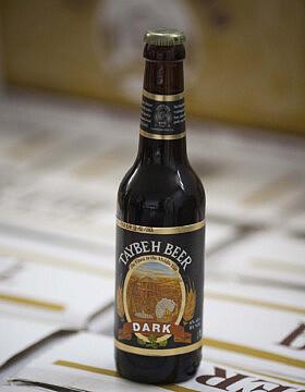 """""""דארק"""" של בירה טייבה (צילום: יונתן זינדל/פלאש90)"""