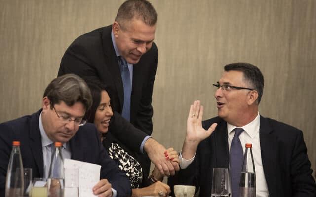 רק אחת מהם צפויה לכהן בממשלה הקרובה: בכירי הליכוד גדעון סער, גלעד ארדן, מירי רגב ואופיר אקוניס (צילום: Hadas Parush/Flash90)