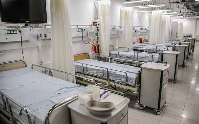 יחידת הטיפול בקורונה בבית חולים זיו. הטיפולים האלקטיבים בבתי החולים בוטלו והמחלקות התרוקנו מחולים (צילום: David Cohen/Flash90)