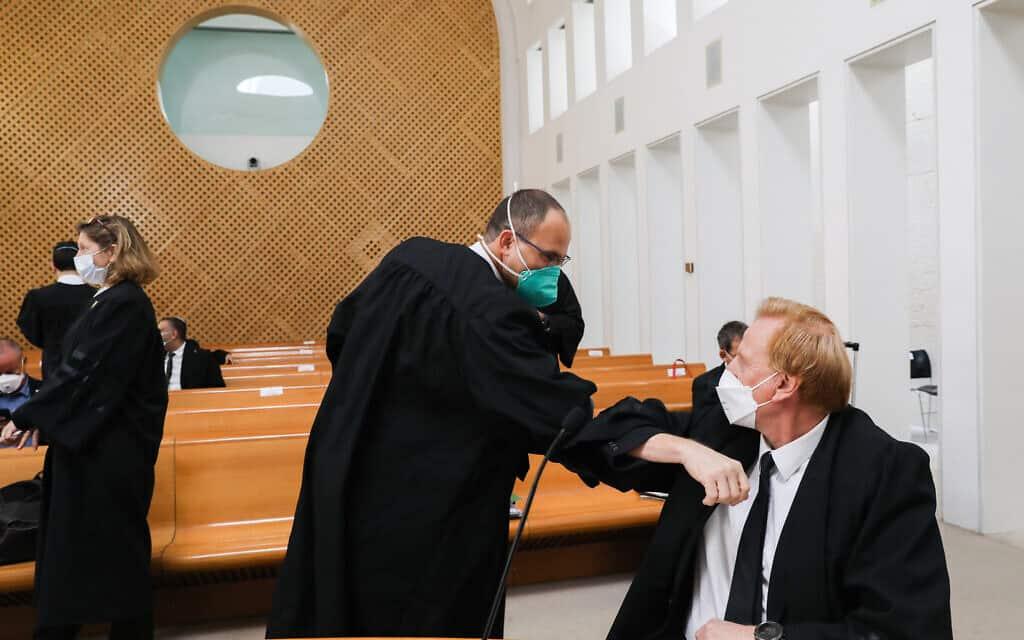 ראש התנועה לאיכות השלטון אליעד שרגא בבית המשפט העליון, בדיון בעתירות נגד ההסכם הקואליציוני בין הליכוד וכחול-לבן (צילום: Yossi Zamir/POOL)