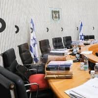 """מדוכת השופטים מוכנה לקראת הדיון בבג""""ץ על ההסכם הקואליציוני בין הליכוד וכחול-לבן, אילוסטרציה (צילום: Yossi Zamir/POOL)"""