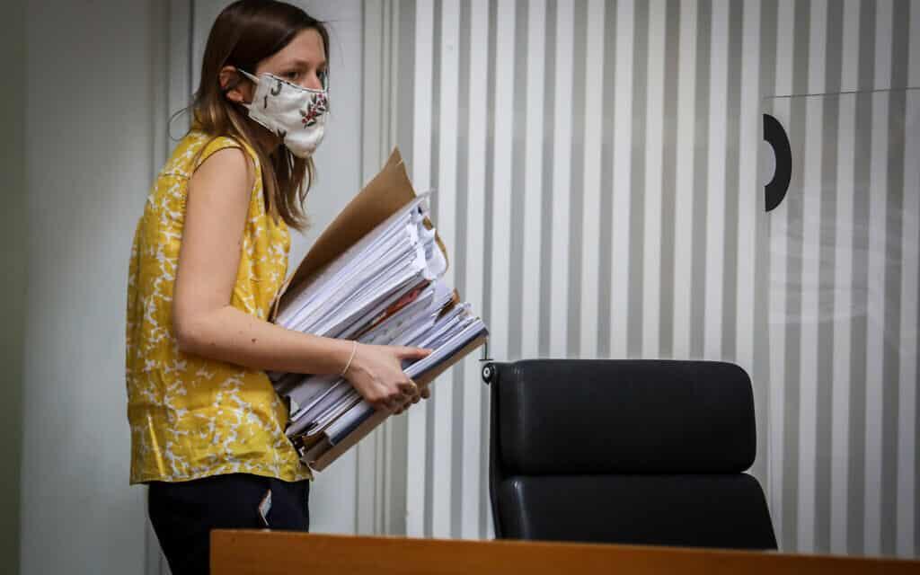 """הדיון בבג""""ץ על ההסכם הקואליציוני בין הליכוד וכחול-לבן. כל כך הרבה ניירת (צילום: Oren Ben Hakoon/POOL)"""