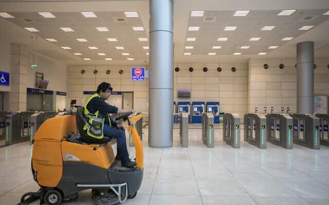 משבר הקורונה: תחנת הרכבת החדשה בירושלים שוממת (צילום: Olivier Fitoussi/Flash90)