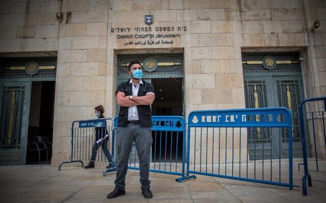 אמצעי אבטחה מוגברים בבית המשפט המחוזי לקראת פתיחת משפטו של בנימין נתניהו, ב-24 במאי 2020 (צילום: יונתן זינדל/פלאש90)