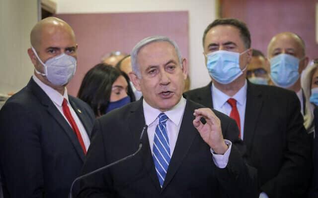 נתניהו בבית המשפט המחוזי ירושלים, היום (צילום: יונתן זינדל, פלאש 90)