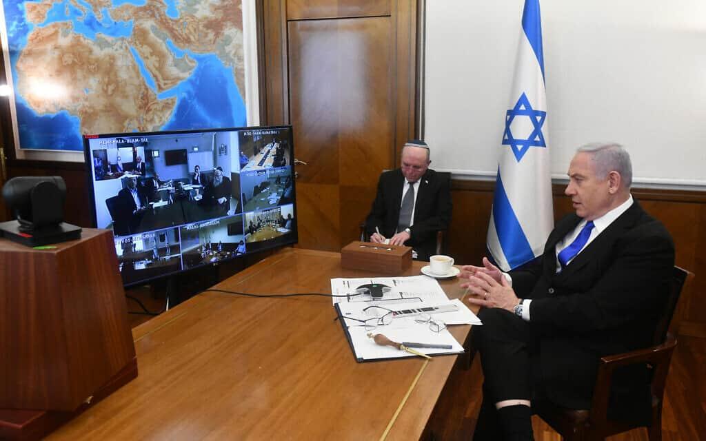 """בנימין נתניהו בישיבת ממשלה בשיחה וידאו קונפרנס (צילום: חיים צח/לע""""מ)"""