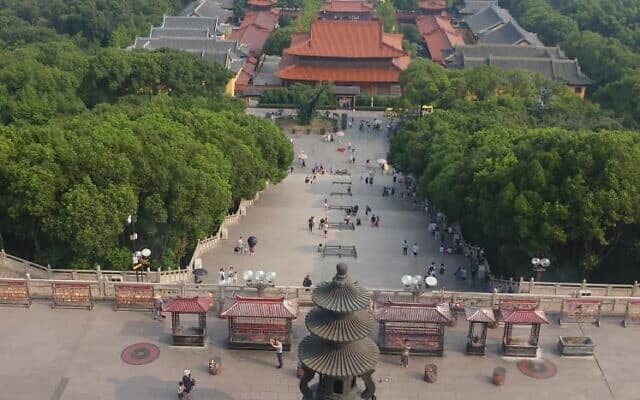 מקדש בודהיסטי בעיר WUXI (צילום: יפעת פרופר)