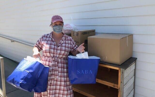 """אמילי שעיה מחוץ למסעדת """"סבא"""" בניו אורלינס (צילום: באדיבות Pomegranate Hospitality)"""
