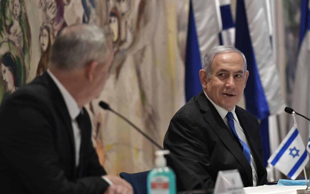 בנימין נתניהו ובני גנץ בישיבה הראשונה של הממשלה ה-35. מאי 2020 (צילום: קובי גדעון, לשכת העיתונות הממשלתית)
