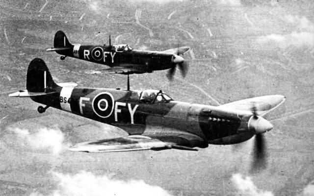 מטוסי ספיטפייר של RAF בבסיס ביגין היל בדרום אנגליה (צילום: רשות הציבור)
