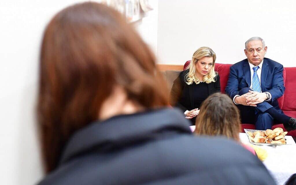ראש הממשלה בנימין נתניהו ואשתו שרה במקלט לנשים מוכות בירושלים, 25 בנובמבר 2018 (צילום: קובי גדעון/לשכת העיתונות הממשלתית)