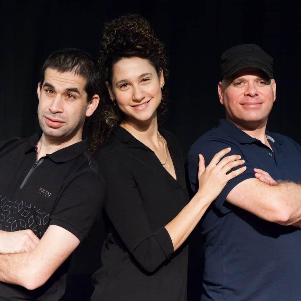מוחמד שאקור (משמאל) עם שחקנים נוספים (צילום: Courtesy)