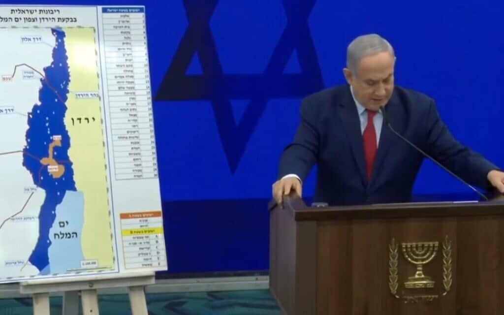 ראש הממשלה בנימין נתניהו בנאום בחירות, לצד מפת האזורים המיועדים לסיפור בגדה המערבית, 10 בספטמבר 2019 (צילום: (צילום מסך מפייסבוק))
