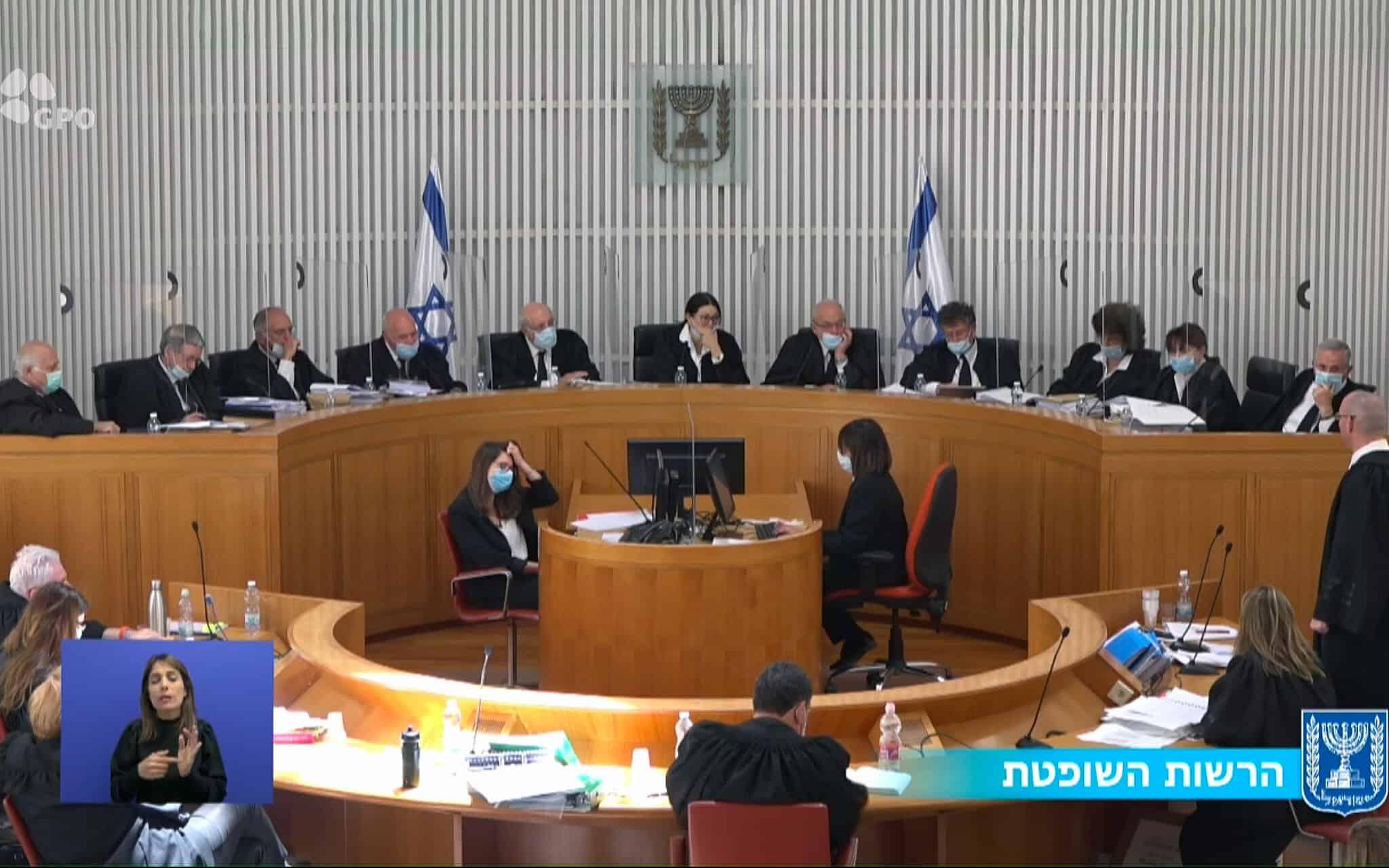 """הרכב של 11 שופטי בית המשפט העליון במהלך הדיון בבג""""ץ בעתירות נגד ההסכם הקואליציוני בין הליכוד וכחול-לבן, 4 במאי 2021 (צילום: צילום מסך, שידור הרשות השופטת)"""