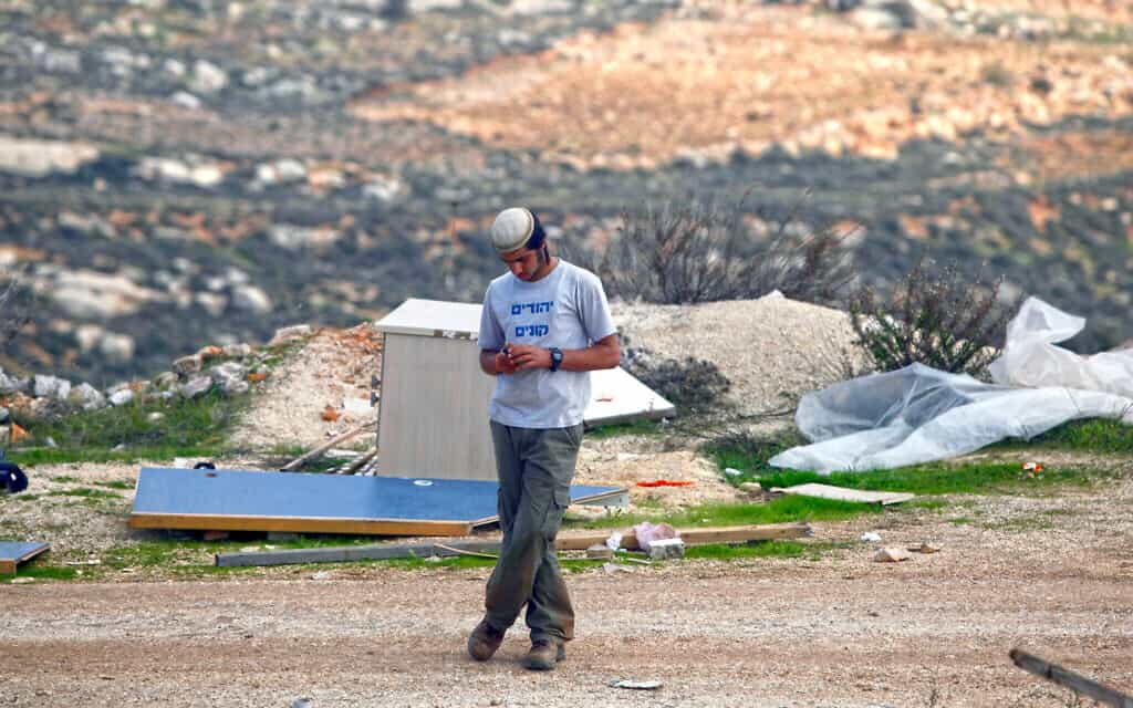 מתנחל בגדה המערבית, אילוסטרציה. למצולם אין קשר לנאמר בכתבה (צילום: פלאש90)
