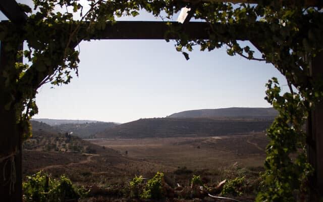 הנוף מאחד מבתי המאחז אש שלום בגדה המערבית (צילום: Garrett Mills/Flash 90)