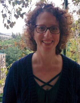 """נעמי שניידרמן, מנכ""""לית עמותת """"אישה לאישה"""" (צילום: Courtesy)"""