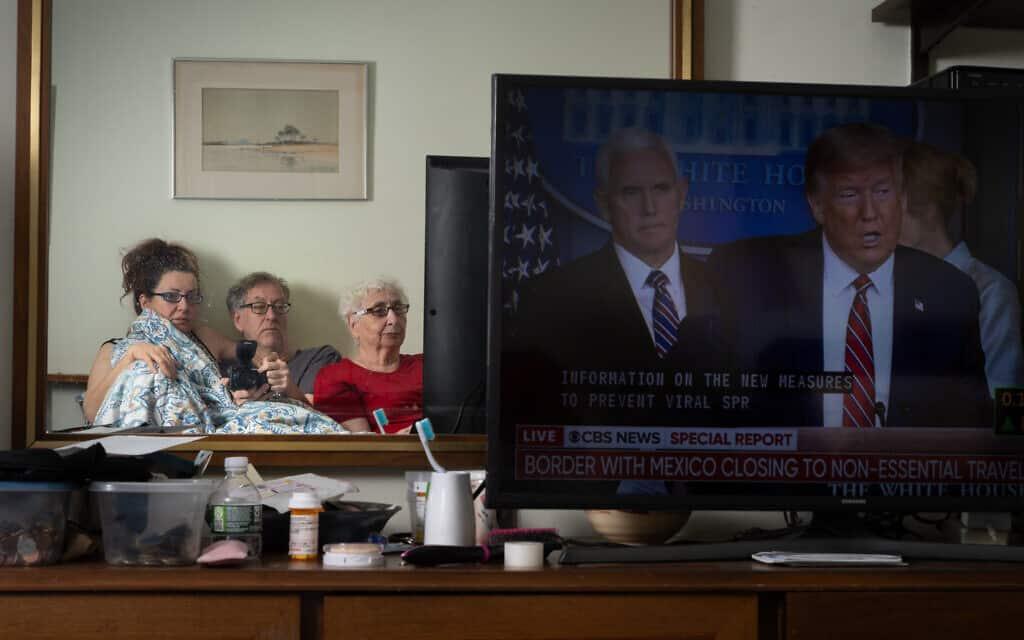 הכותב והצלם ניל קריימר תוהה האם התגובה של ממשלת ארצות הברית חכמה, בזמן שהוא נשאר תחת הסגר עם אמו וגרושתו (צילום: באדיבות קריימר)