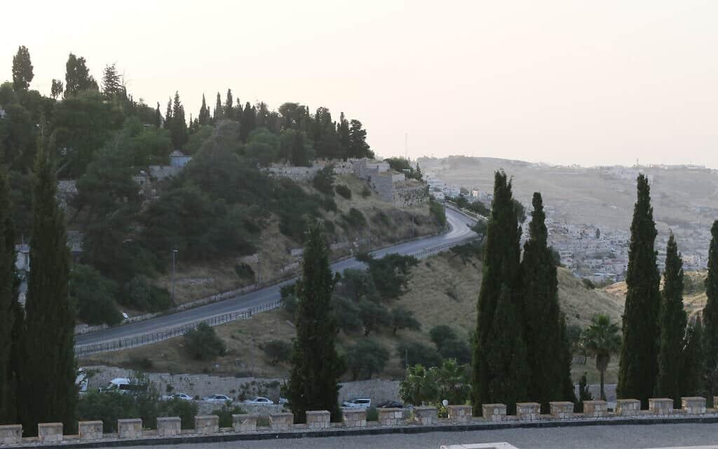 הכביש בירושלים שנסלל לקראת ביקור האפיפיור ב-1964 (צילום: שמואל בר-עם)