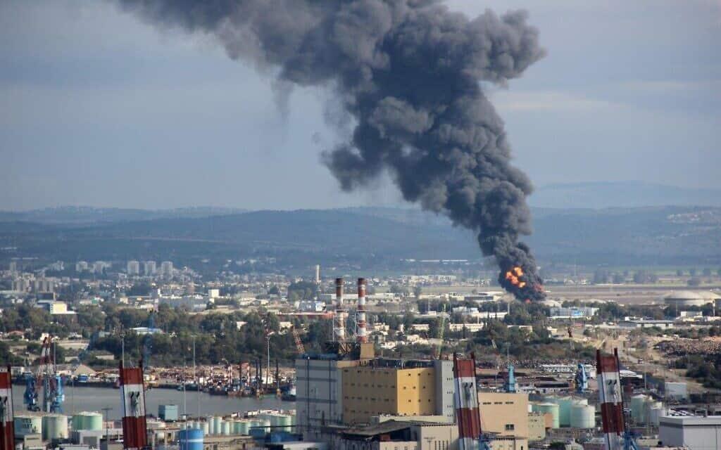 """השריפה בבז""""ן, דצמבר 2016 (צילום: אילן מלסטר, המשרד להגנת הסביבה)"""
