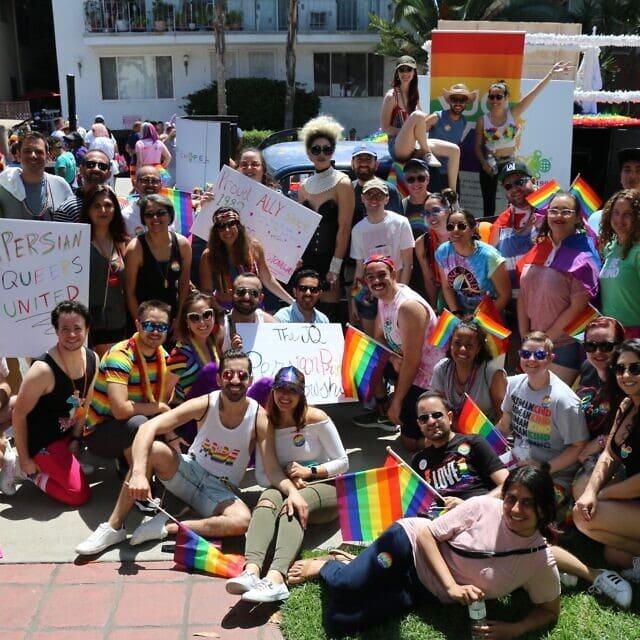 משלחת של פרסים יהודים וחבריהם במצעד הגאווה בלוס אנג'לס ב-2019 (צילום: אנה פלזטה)