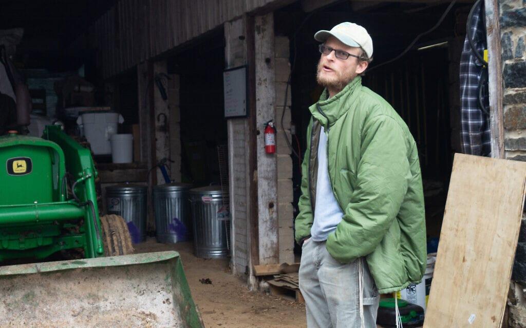 איאן יוסף הרצמרק בחווה שלו ברנדלסטאון, שבמדינת מרילנד. מכירות הקמח הוכפלו במהלך המגיפה (צילום: מייק טינטנר)